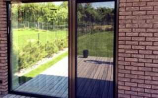 Москитная сетка на дверь балкона — виды сетки, на магнитах, рулонные, плиссе