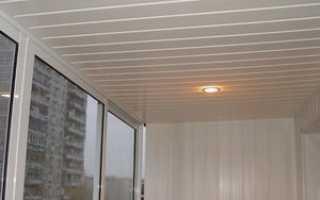 Как обшить потолок пластиковыми панелями: монтаж на балконе, видео, фото