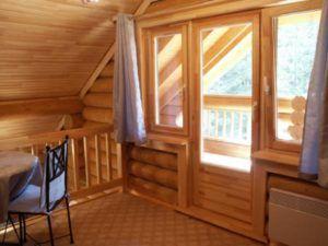 Деревянные окна и двери