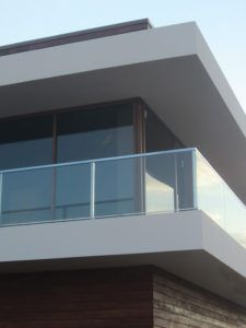 стеклянная ограда балкон