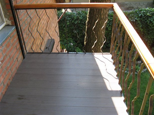 как лучше обустроить пол на открытом балконе