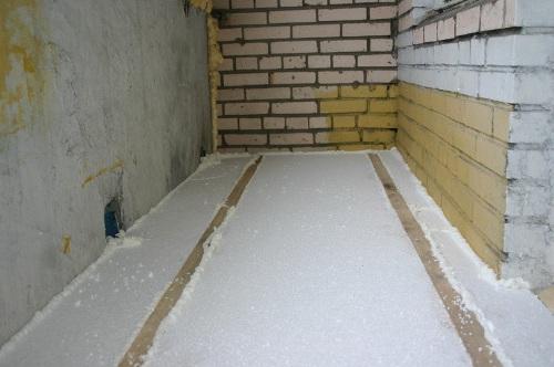 как утеплить пол на балконе пенопластом