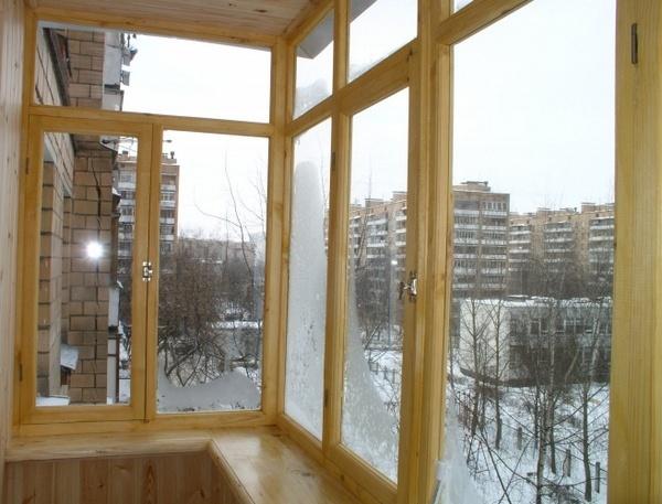 как остеклить балкон самому деревом