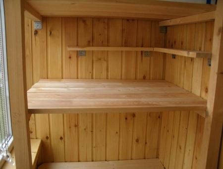 деревянные полки на балкон