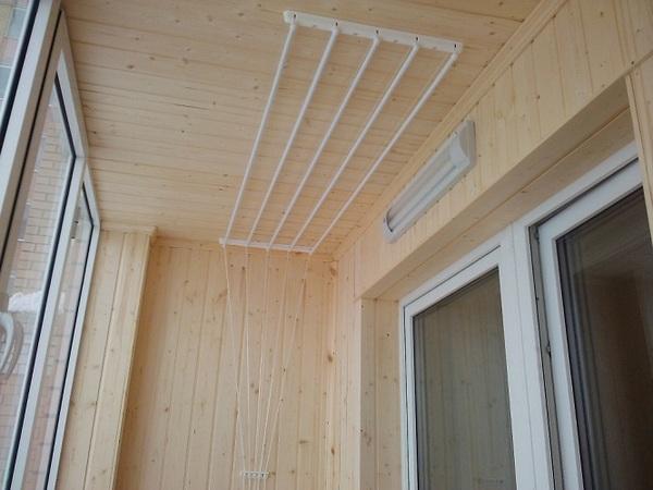 сушка для белья на балкон потолочная