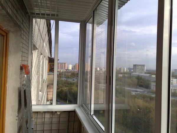 установка раздвижных окон на балконе