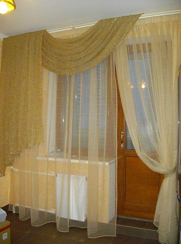 шторы на балконной двери