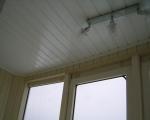 Отделка потолка балкона панелями пвх