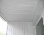 Потолок на балконе из пластика