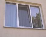 Противомоскитная сетка на окне