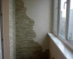 Искусственный камень в интерьере балкона