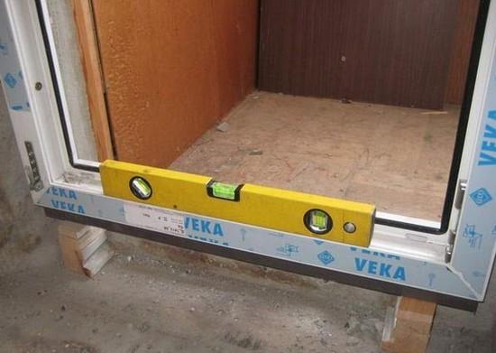 как установить балконную пластиковую дверь