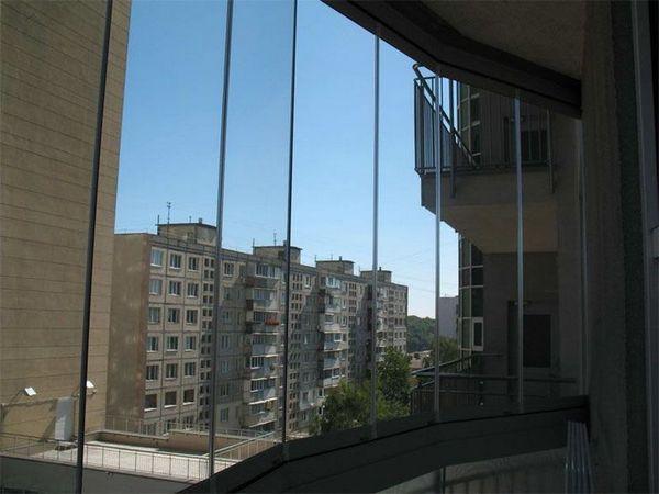 чем остеклить балкон