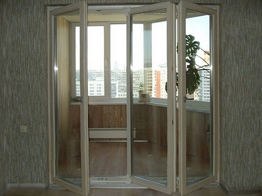 двери на балкон гармошка