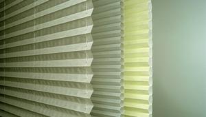 жалюзи плиссе на пластиковые окна