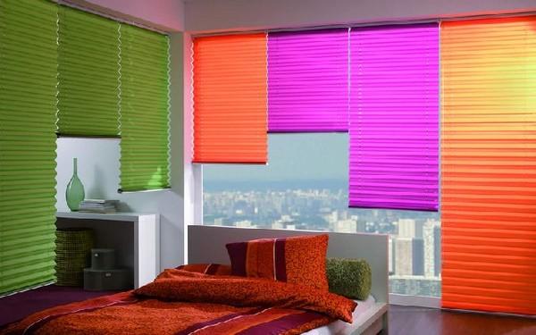 горизонтальные жалюзи плиссе на окнах